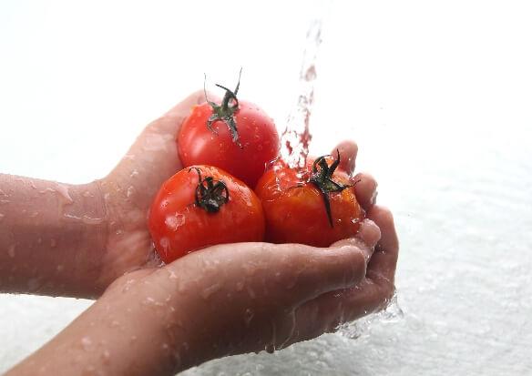 水洗いをしてもまだ農薬が!正しい残留農薬の落とし方とは?